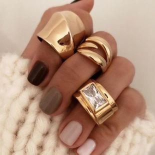 anillos de color oro