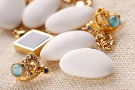Cómo administrar con éxito un negocio local de joyería?