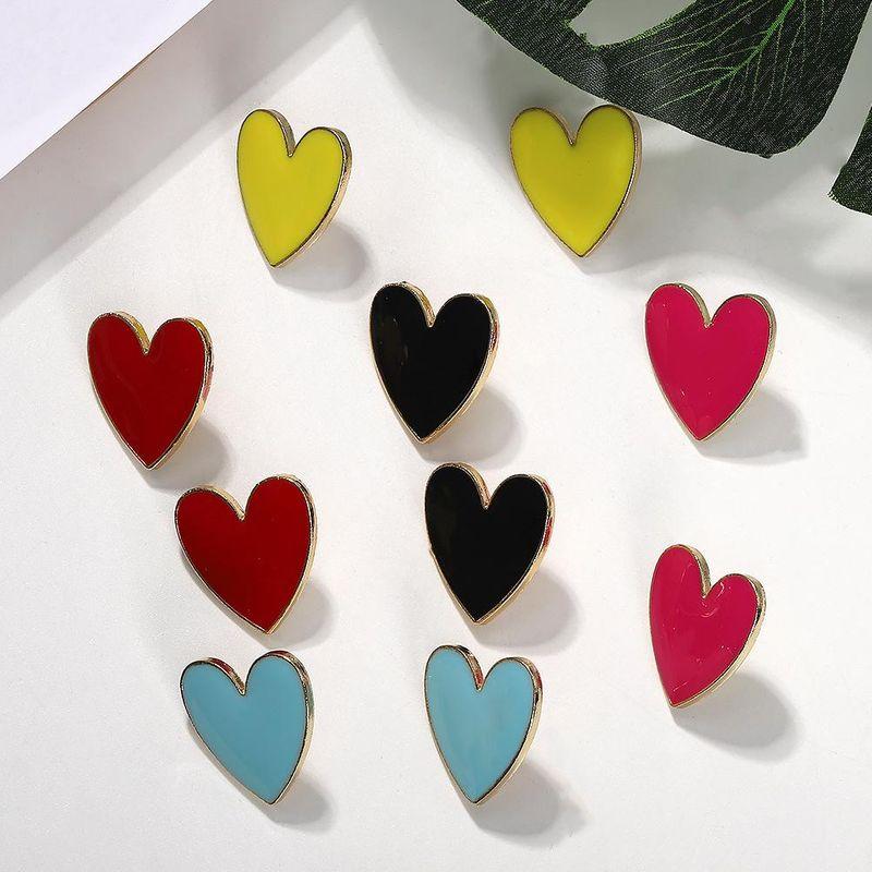 aretes de corazón con varios colores disponibles