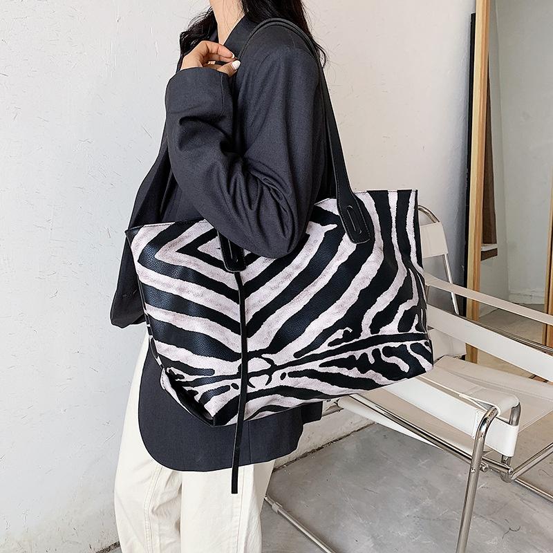 bolso shopper blanco y negro