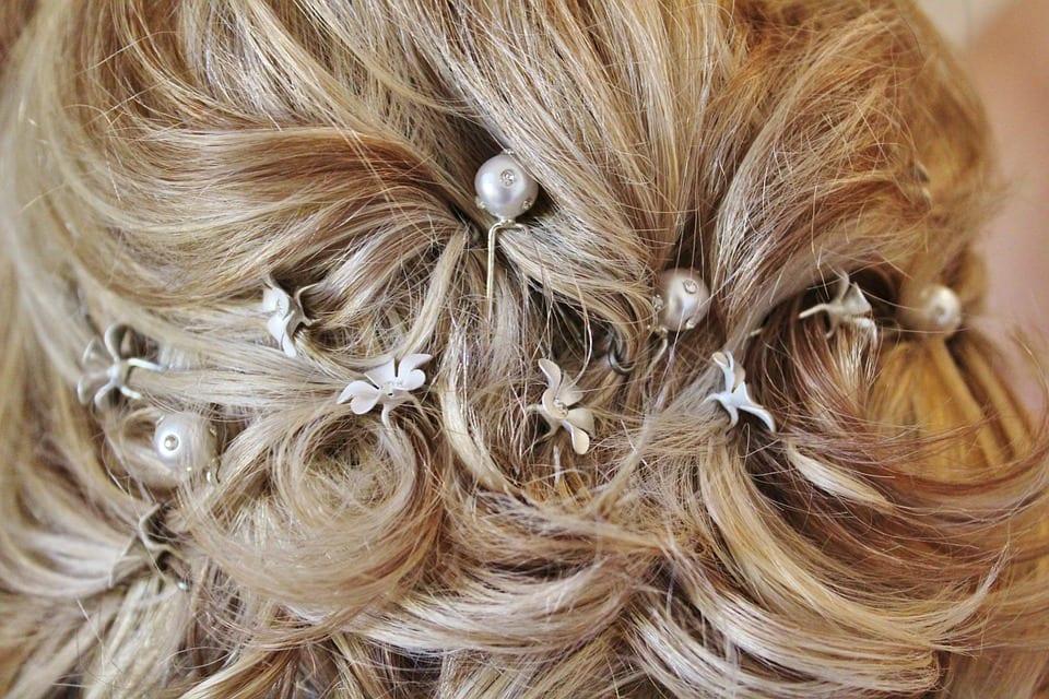 Pearl hair accessories match