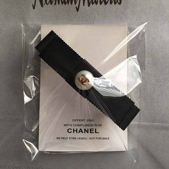 chanel pearl hair accessories