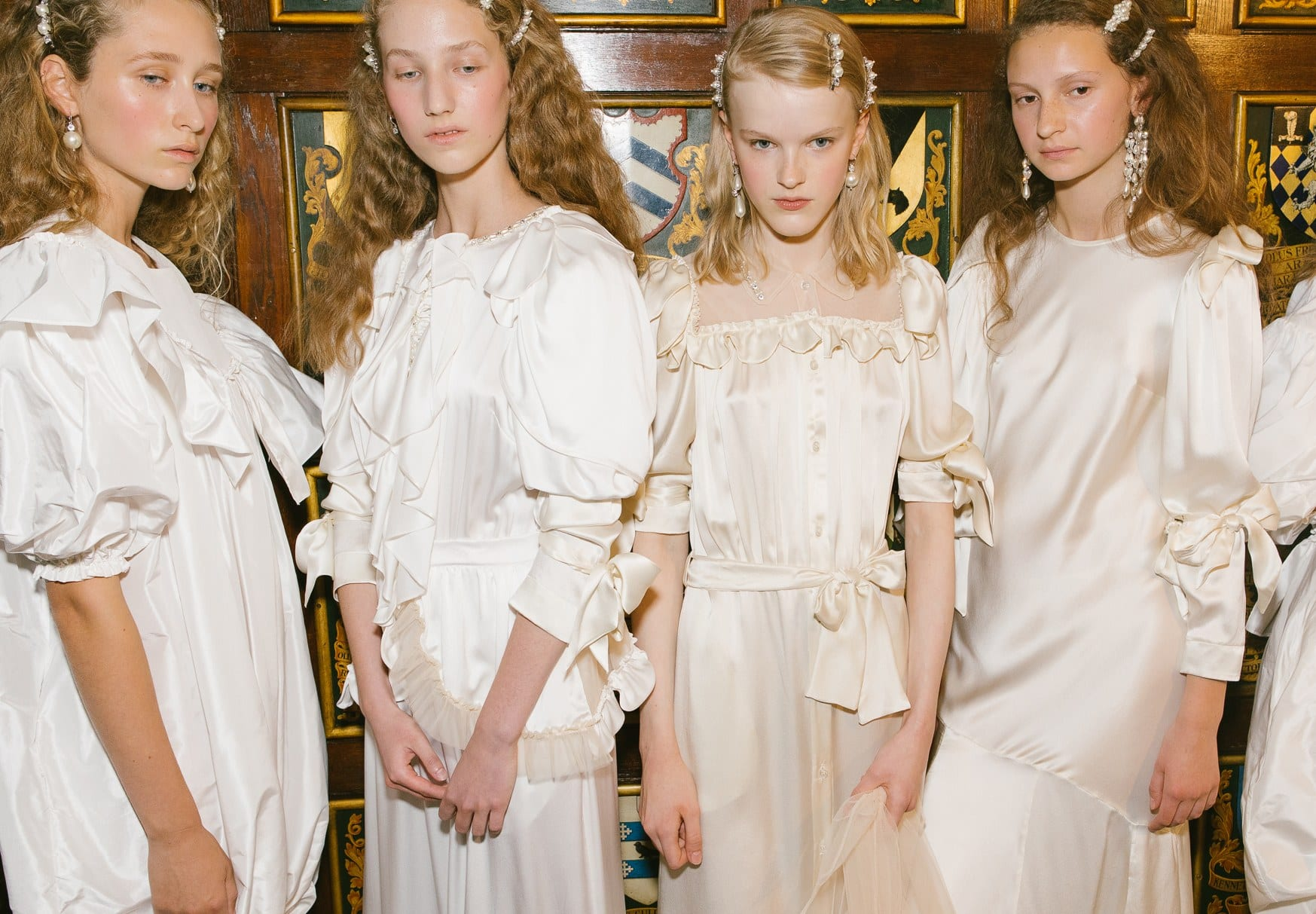 Pearl hair clips in Fall 2018 Fashion Show in London