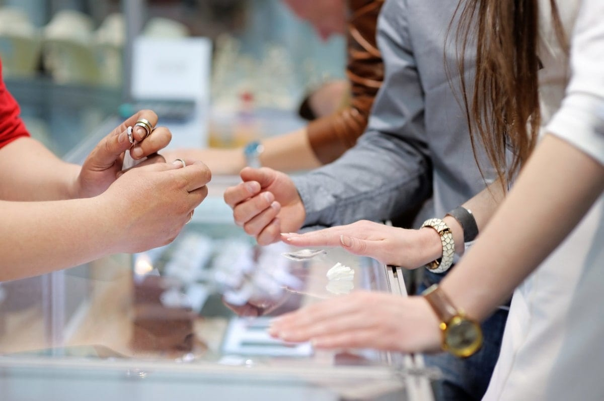 7 valuable selling tips for jewelry retailers