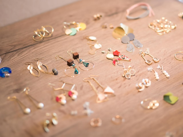 armazenamento de joias na mesa